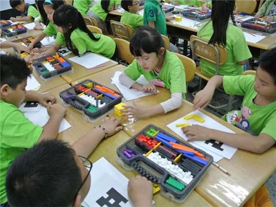 福建厦门:两岸互动教学实现双方教室板书同步
